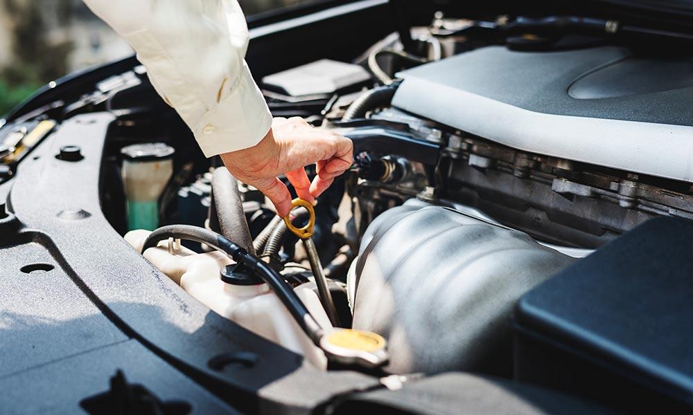 ¿Cuándo y cómo hacer el cambio de aceite del coche?